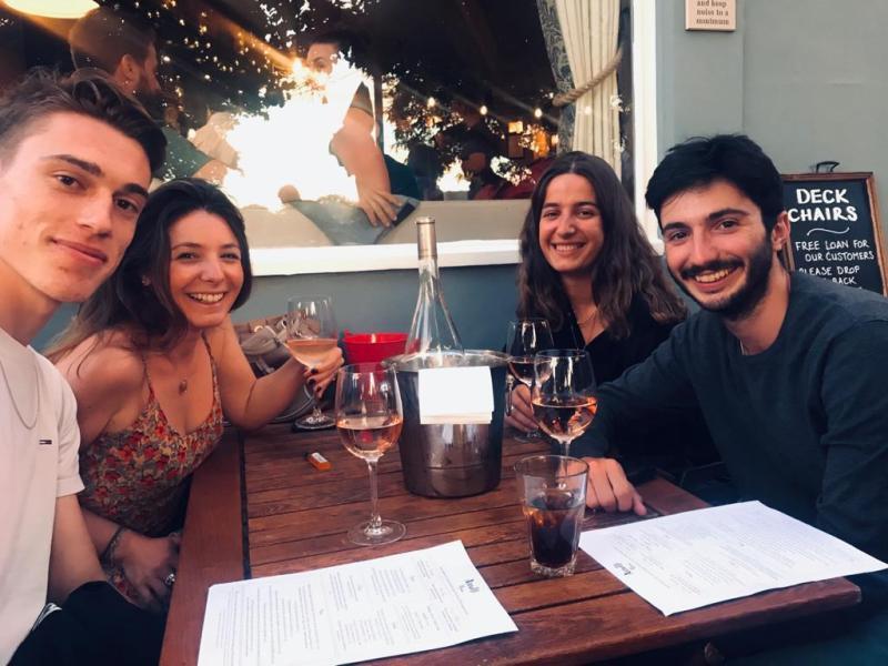 Camille et ses amis en degustation du vins de la maison Cazes (groupe AdVIni) : clos de Paulilles
